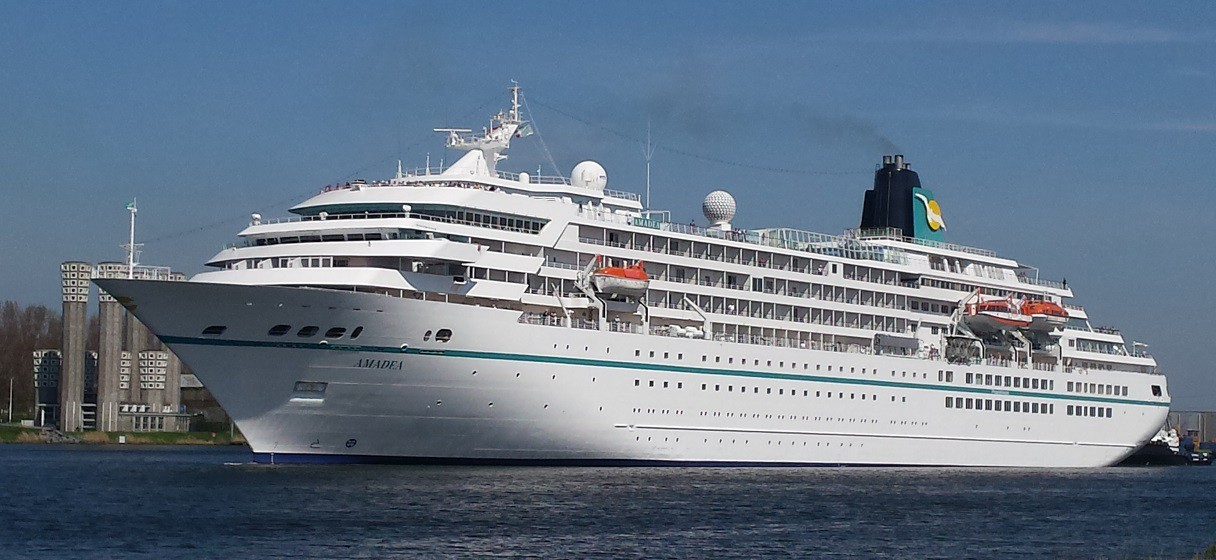 Cruiseschip Amadea in Velsen-Zuid