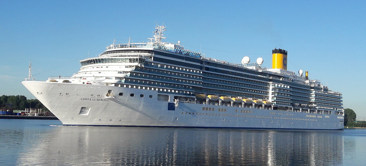 Costa Luminosa in IJmuiden op 24-08-2016
