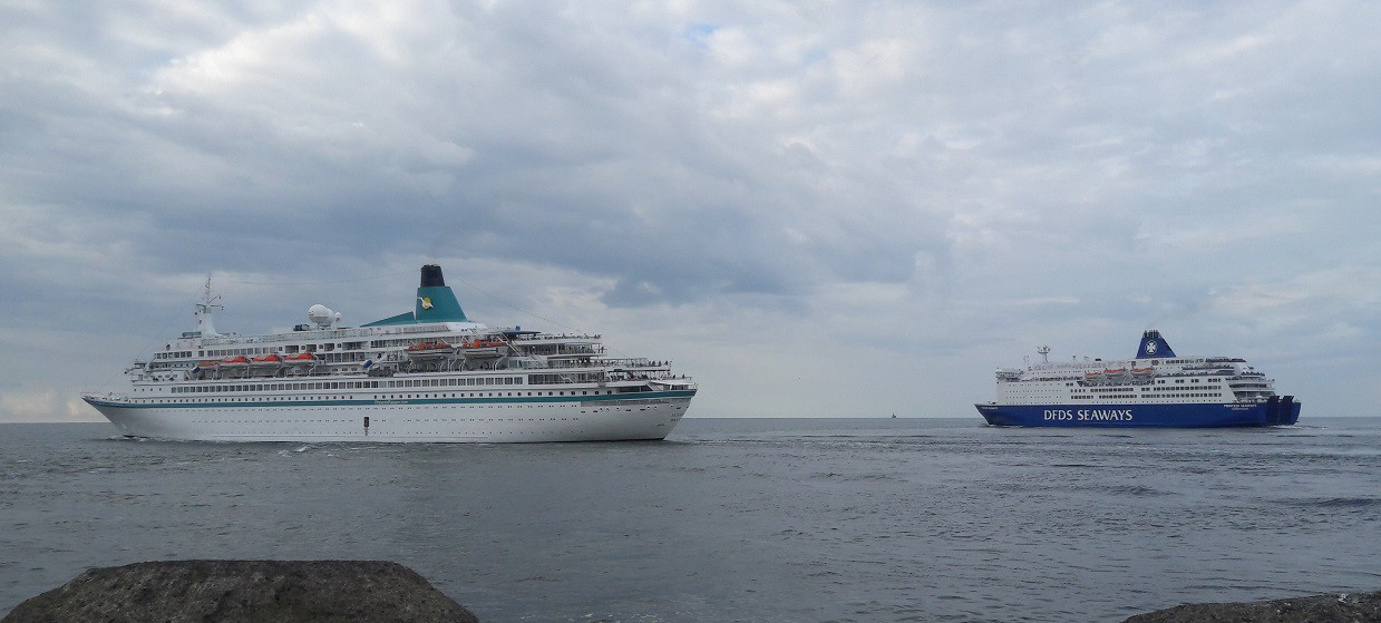 Cruiseschip Albatros en Princess Seaways in IJmuiden op 19-09-2016