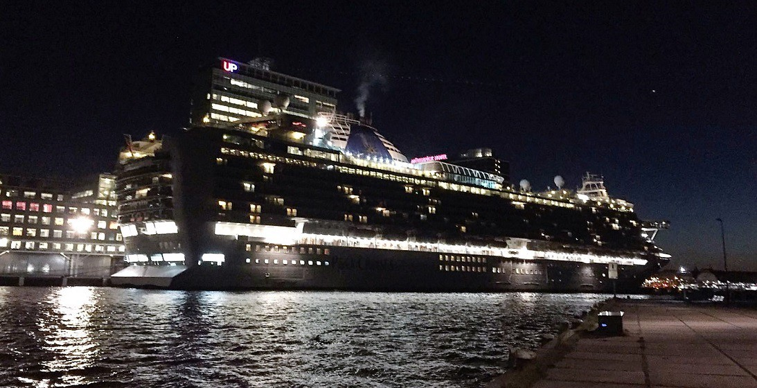 cruiseschip Azura in Amsterdam 04-10-2016