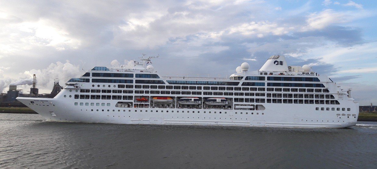 Pacific Princess in IJmuiden op 02-07-2016